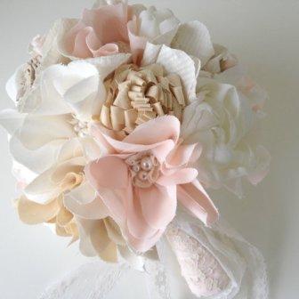 Bouquet fleurs tissu - Fabric flower bouquet, 181.48€