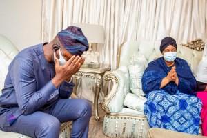 APC aspirant, Tokunbo Abiru with Alh. Mariam Osinowo, wife of late Senator Bayo Osinowo during a courtesy visit to their residence yesterday.