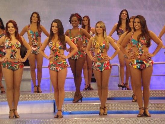 """Still shot of dancers from the """"Domingão do Faustão"""" show"""