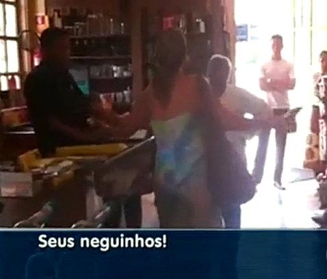 "Woman caught on film calling bakery employees ""neguinhos (little blacks)"""