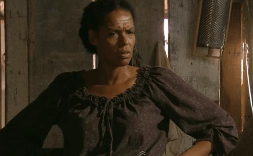 """Carbatti in the role of Zenaide in the 2012 novela """"Lado a Lado"""""""