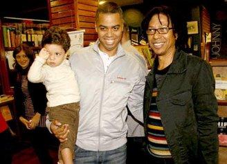 SInger Djavan (right), with son, musician Max Vianna (center) and grandson Gabriel