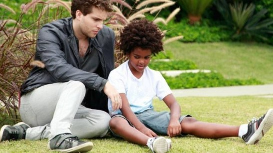"""Actors Thiago Fragoso and Kaiky Gonzaga in a scene from """"Amor à vida"""""""