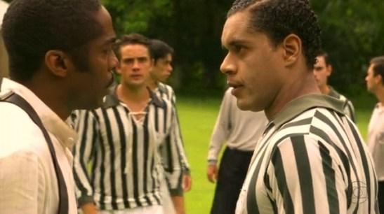 """Ramos and Mello in a scene from """"Lado a Lado"""""""