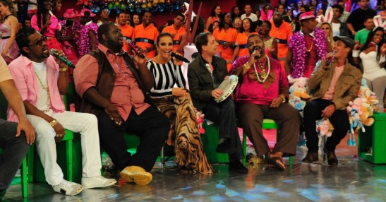 Singers Xande (left in pink), Péricles brown vest) and Arlindo Cruz (fuscha shirt and flip flops) are regulars on the show