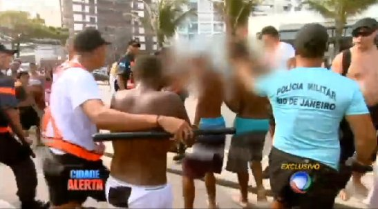 """Young men accused of participation in an """"arrastão""""; rounded up by police"""