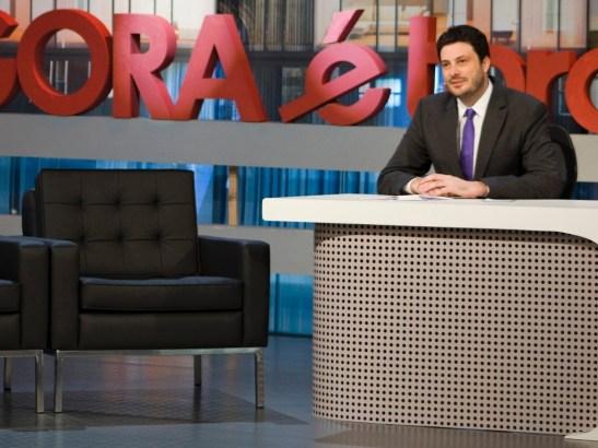 "Danilo Gentili on his Bandeirantes TV program ""Agora é tarde"""