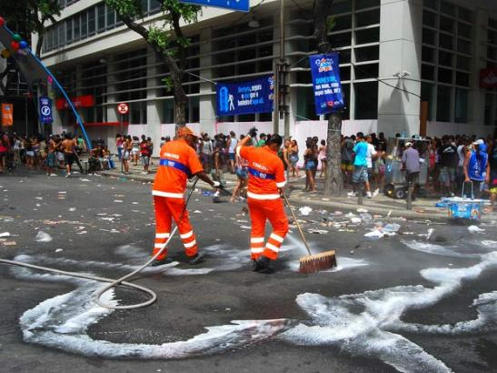 Rio's guris (street sweepers and cleaners)