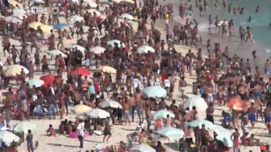 "Scene of an ""arrastão"" on a beach in Rio de Janeiro in November"