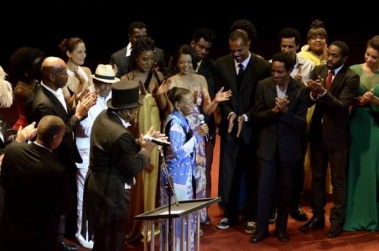 Ruth de Souza recebe homenagem em premiação de cinema