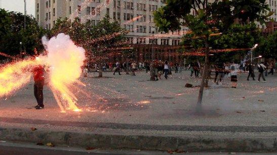 Rede Bandeirantes cameraman Santiago Ilídio Andrade struck with fireworks