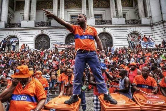 Sanitation workers in protest in front of City Hall in Rio