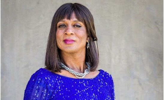Luis Miranda plays the transgender Dorothy Benson. Thin, elegant, works in public relations and is the godmother of Pamela Parker (Claudia Abreu) on Geração Brasil