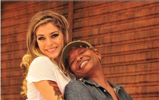 Singer/musician Mart'nália (right) is the lesbian mechanic and successful tire shop owner Tamanco on Globo TV's Pé na Cova
