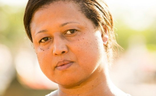 There are always a lot of black domestic workers and Tânia Toko is Rosa the right hand of Helena's house (Em Família)