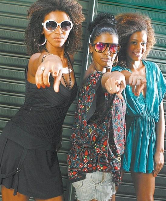 Simone Criolla, Ana Paula Pimentel and Mariana Villanova: set the tone for dancers at the party  Photo: Felipe O'Neill