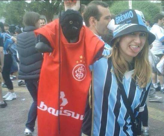 Interestingly, while Patrícia Moreira was pleading her case, this photo of her popped up online