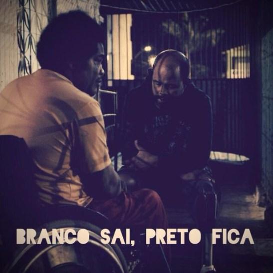 """A scene from """"Branco sai, preto fica"""""""