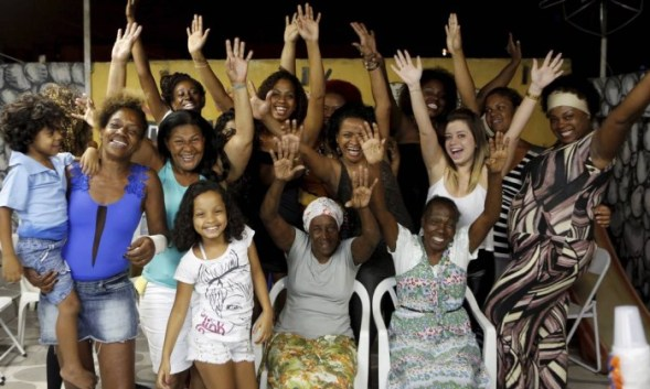 Women of the Cidade Alta of Cordovil in Rio gather in the community to watch 'Sexo e as negas'