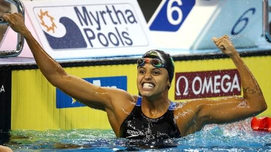 Etiene Medeiros bate recorde mundial, leva o ouro e faz história no Brasil