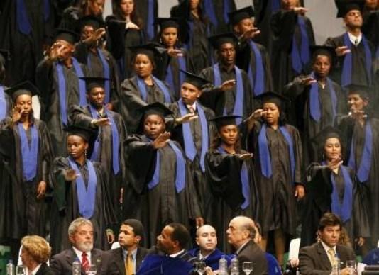 Students of Faculdade Zumbi dos Palmares at graduation ceremony