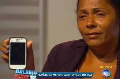 Terezinha shows the cell phone Eduardo was holding the moment he was killed