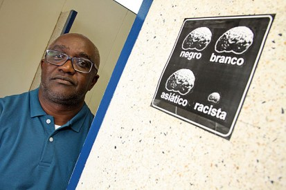 The professor Juarez Xavier was the target of racist graffiti