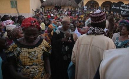 Zulu Araújo (in black), on a visit to Cameroon: a reception for the 'Brazilian Tikar' had 2,000 people