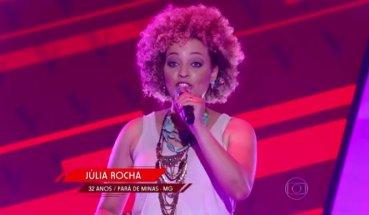 Júlia appears on 'The Voice Brasil'