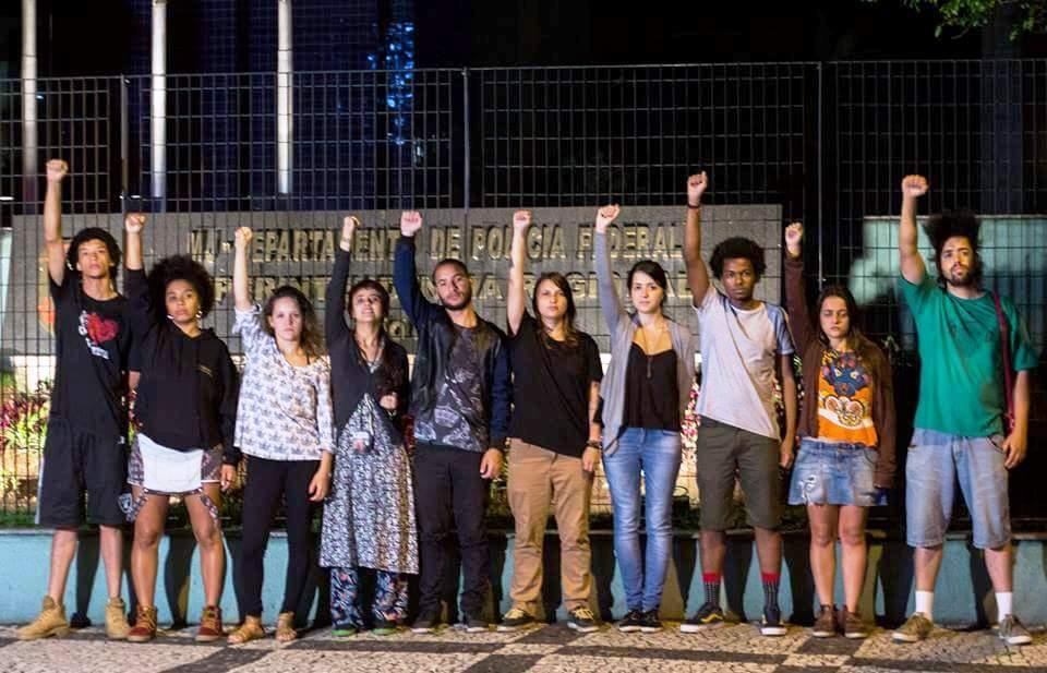 Grupo de jovens denunciam racismo de funcionários e da empresa TAM Linhas Aéreas, junto à Polícia Federal, em SP