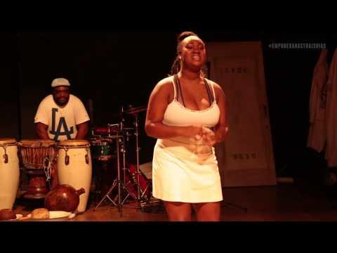 Thais Dias - A atriz, integrante do grupo Coletivo Negro