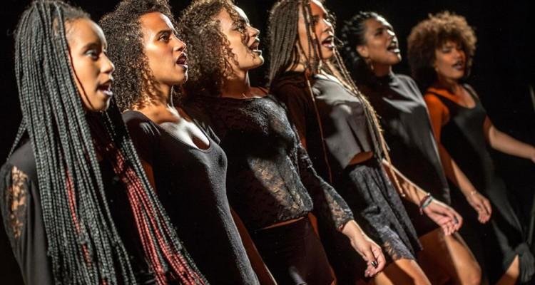 Coletivo NEGA aborda problemas enfrentados pela população negra em performance no Sesc Prainha