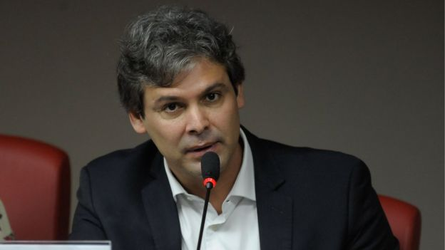 'Há um genocídio da juventude negra', diz relator da comissão, Lindbergh Farias