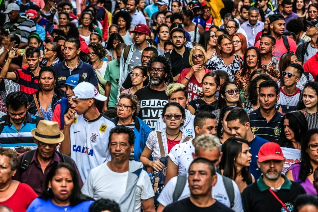 Ativistas, artistas, sem teto, estudantes. gente comum e heróica, na luta do povo brasileiro