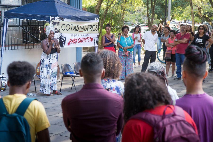 Aula pública reuniu mais de 100 pessoas na tarde de quarta-feira