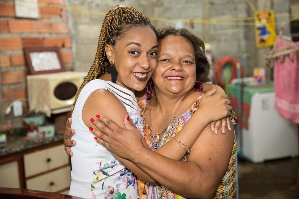 Geni Aparecida de Oliveira com a filha Natalie