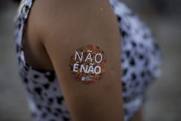 Não é não (no means no) protestor during 2018 Rio carnival