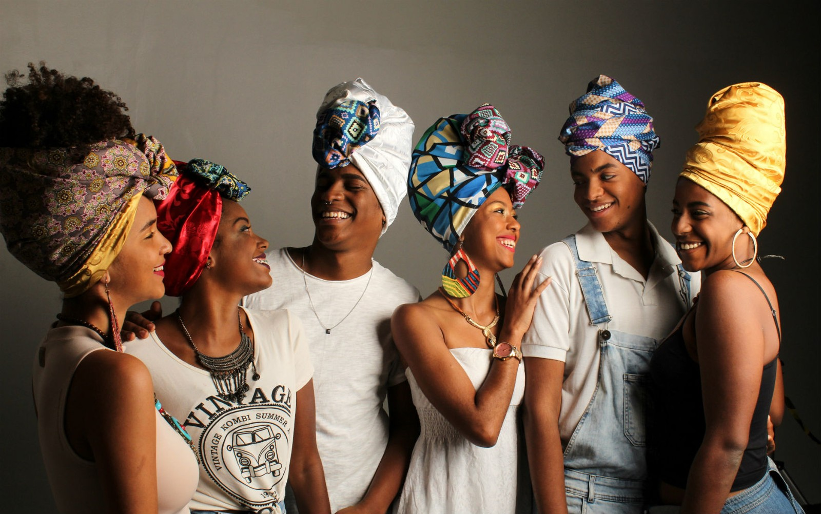 Empoderamente comercializa turbantes, promove ofinas, desfiles, rodas de conversas e ensaios com moradoras da localidades periféricas de Salvador