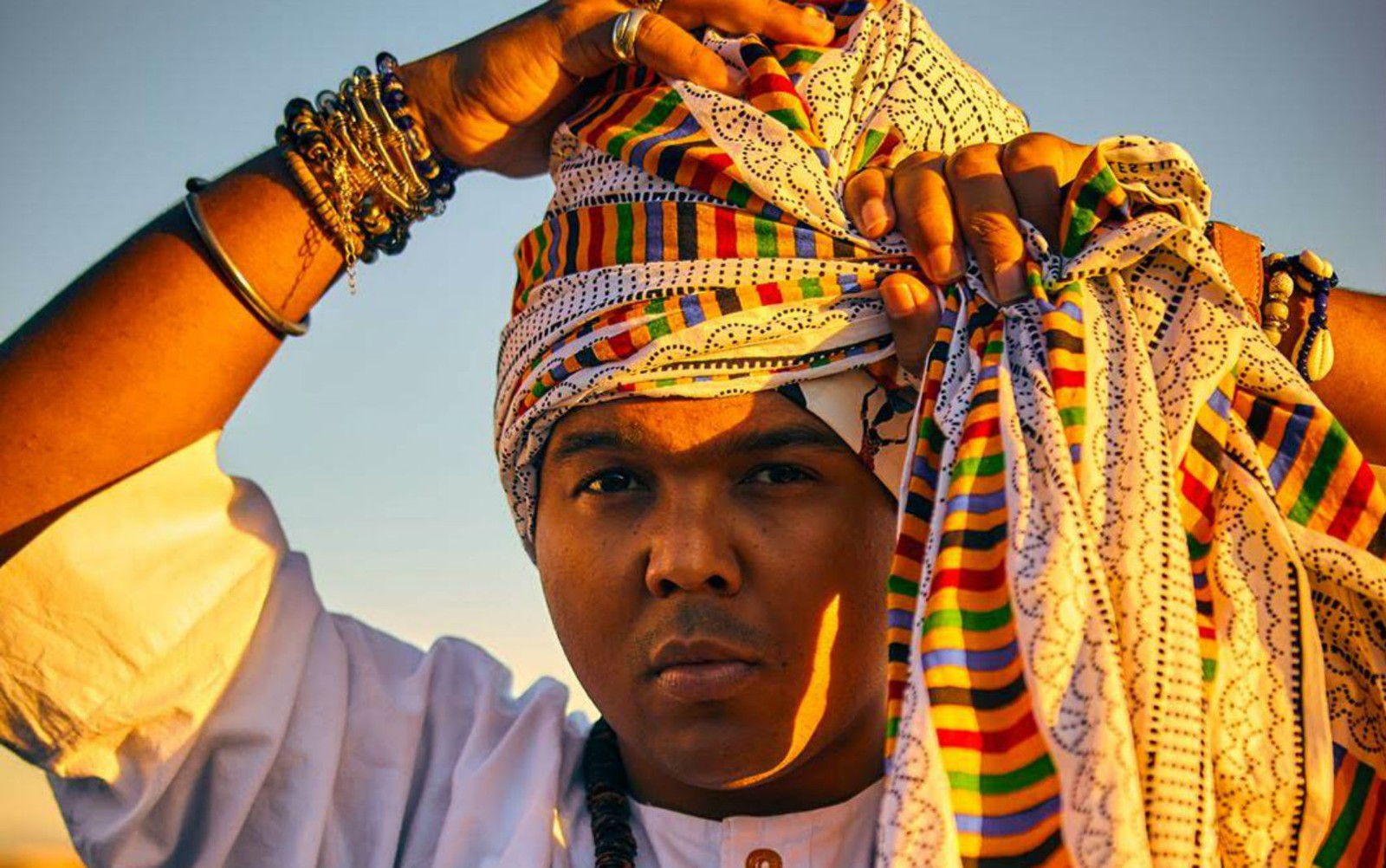 O professor Maurício Souza Neto passou a refletir sobre a expressão da negritude após ver blocos afros como o Ilê Aiyê