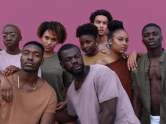 Revista Ókótó volorismo triste realidade faz negros de pele