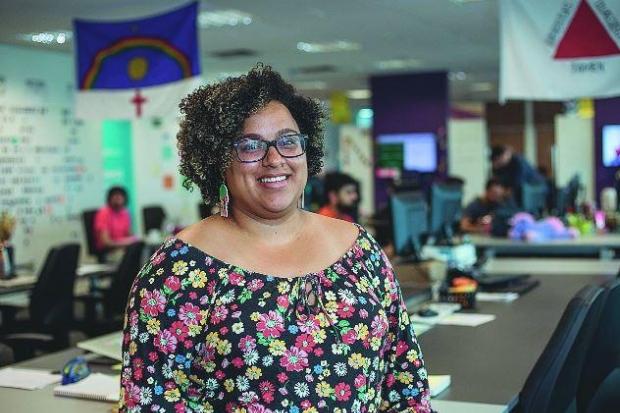 influencia remuneração (Lorena Souza afirma que se sente mais)