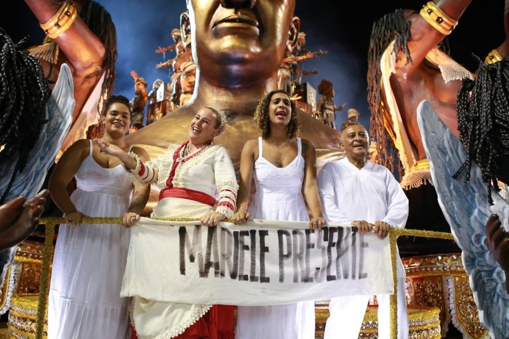 2 família de Marielle Franco desfila na Vila Isabel