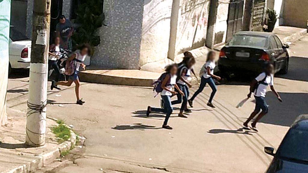 School children run for cover from the Wilson Witzel terror policy in Rio