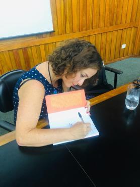 Lia Vainer Schucman durante ato no Recife