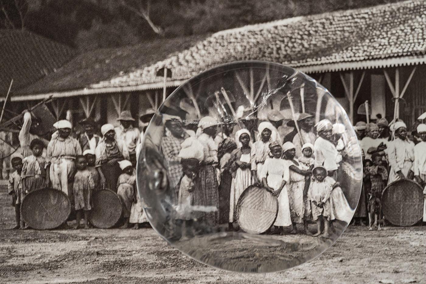 Modos de OlhMãe Preta (Black Mother): Exhibition recovers history of black womenar, 2016