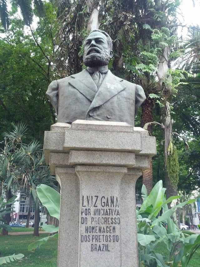 Bust of Gama, inaugurated in 1931, in Largo do Arouche, São Paulo