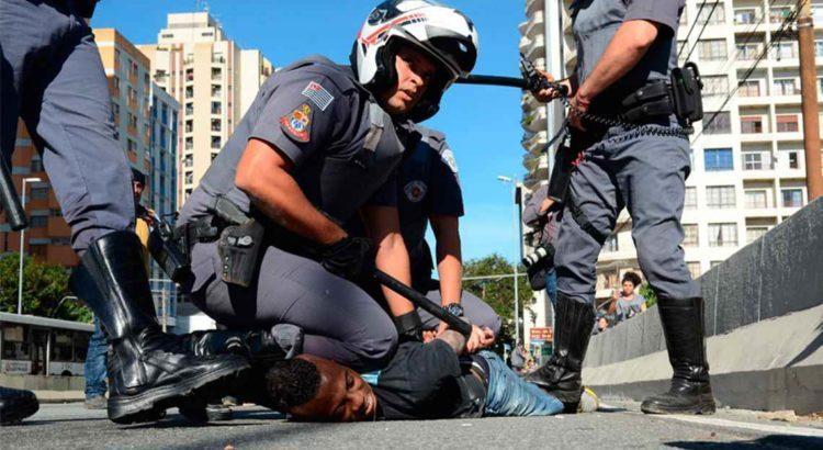 95% dos brasileiros acreditam que a polícia é racista, revela estudo - Somente no Rio de Janeiro, em 2019, a polícia matou 1810 pessoas