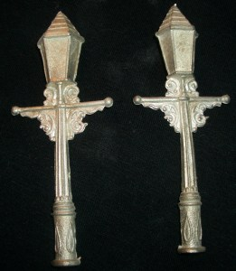 2x Gothic Lamp posts
