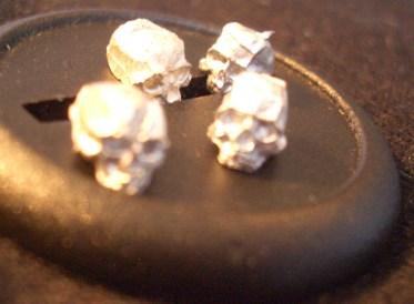 100x 28mm skulls.