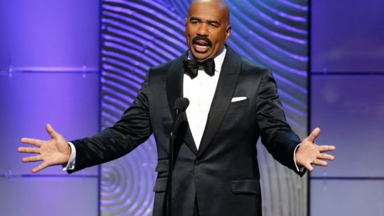 TV host Steve Harvey presents the outstanding morning program award during the 40th annual Daytime Emmy Awards in Beverly Hills, California June 16, 2013. (REUTERS/Danny Molosho)